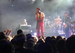 Mika canta al concerto di New York - Corriere Tv