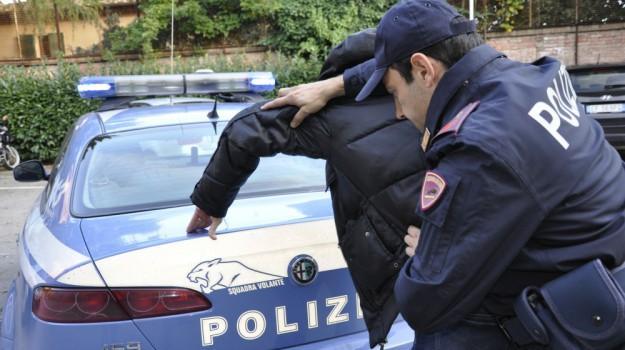 furti, polizia, Giuseppe Currò, Michele Saglimbeni, Sainobou Drame, Umberto Beninato, Messina, Sicilia, Cronaca
