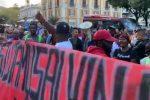 Salvini a Cosenza, un gruppo di manifestanti viola la zona off limits