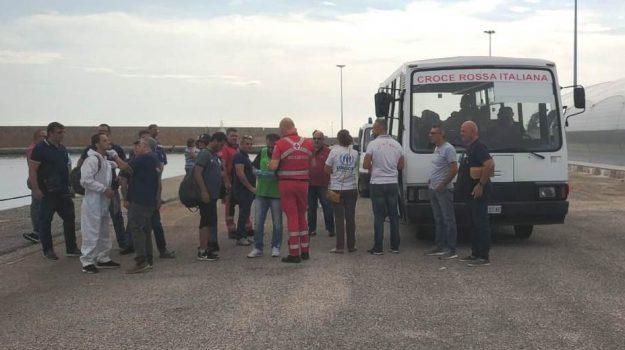 crotone, migranti, sbarco, Catanzaro, Calabria, Cronaca