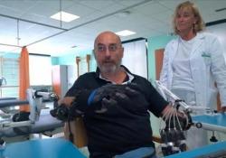Torino, arriva la mano robotica 2.0 che riabilita gli arti superiori dopo l'ictus Il progetto da 107 mila euro presentato all'ospedale Molinette. Il movimento può essere prodotto interamente dal guanto o interamente dal paziente - Ansa