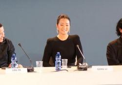 Venezia76, Gong Li fa la spia per fermare i giapponesi Nell'altro film in concorso «Babyteeth» invece si sprecano le lacrime - CorriereTV