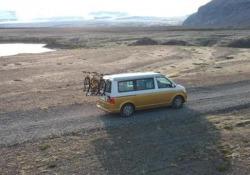 Viaggio in Islanda con il pulmino Volkswagen Dall'Italia all'Islanda, andata e ritorno. Al volante e sotto la tenda (sul tetto) del California 4x4. Le immagini dell'avventura - Corriere Tv