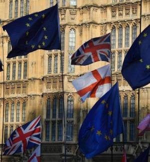 Brexit, l'accordo entra in vigore: c'è la firma della regina