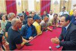 Messina, blitz degli ambulanti a Palazzo Zanca: duro faccia a faccia con De Luca