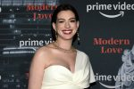 Anne Hathaway incinta sul red carpet e il pancione... fa tendenza