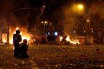 Proteste e scontri a Barcellona, bilancio di 182 feriti e 54 arresti