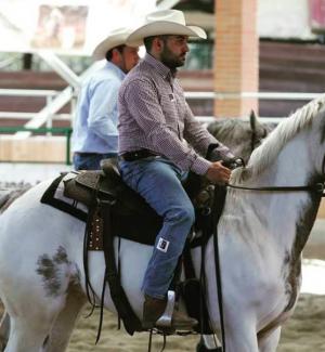 """Usa, 30enne di Delianuova vince il titolo di miglior """"cowboy"""" del mondo"""