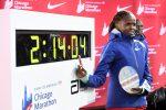 Maratona, nuovo record nel femminile: Kosgei abbatte il muro delle 2 ore e 15