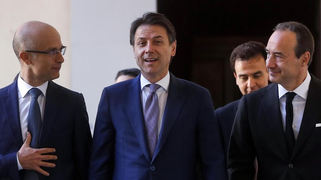 governo, manovra, tasse, Giuseppe Conte, Luigi Di Maio, Sicilia, Politica