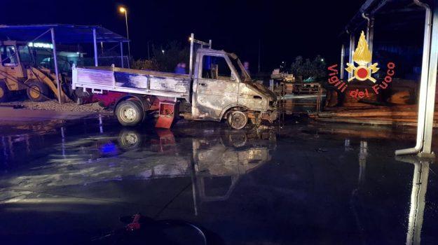 incendio Botricello, Catanzaro, Calabria, Cronaca
