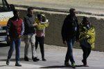 Naufragio al largo di Lampedusa, recuperati 13 cadaveri di donne: 8 bambini fra i dispersi