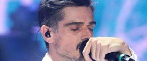 Amici Celebrities, Massimiliano Varrese si commuove e smette di cantare