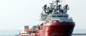 Porto assegnato alla Ocean Viking, i 104 migranti sbarcano a Pozzallo