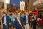 Lacrime, conversioni e miracoli: le immagini dei fedeli in processione per la Madonna di Giampilieri - Foto
