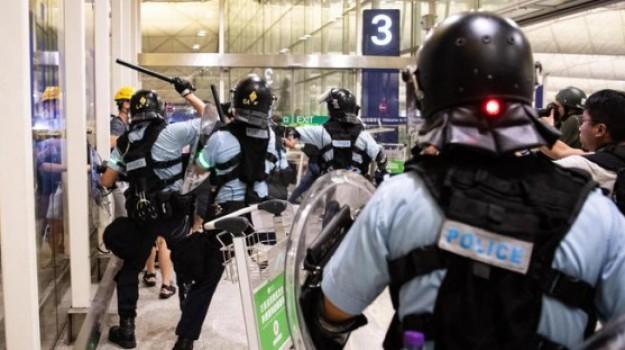 polizia Hong Kong, Carrie Lam, Stephen Lo, Xi Jinping, Sicilia, Mondo