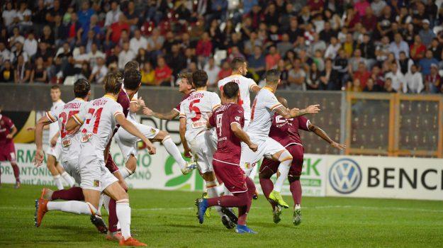 Reggina-Catanzaro, Corazza risolve il derby nel finale: finisce 1-0
