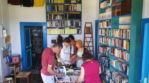 biblioteca in mezzo al mare, biblioteca Stromboli, Carolina Barnao, Messina, Sicilia, Cultura