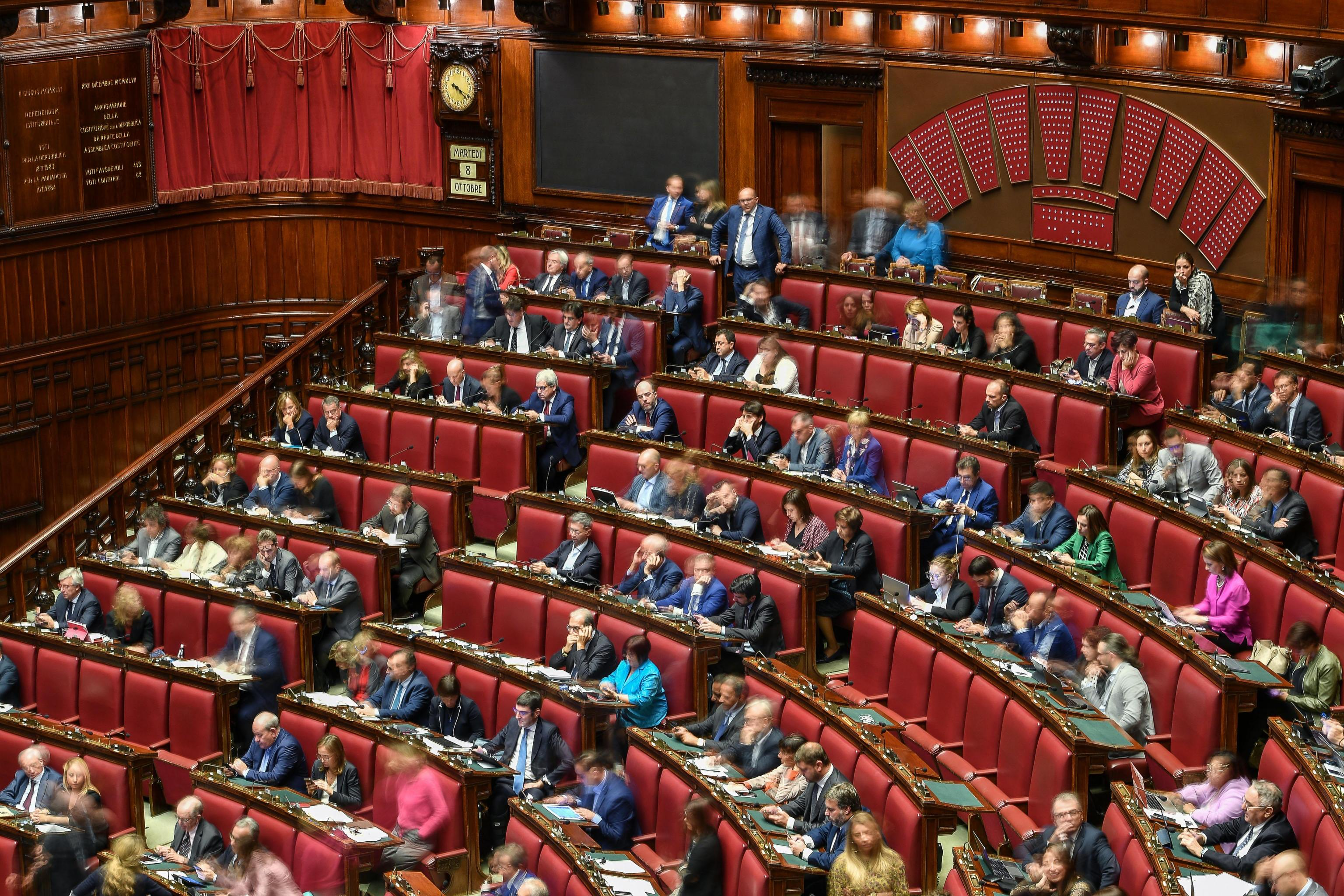 Il taglio dei parlamentari legge via libera della for Numero deputati