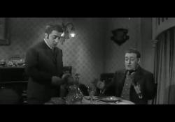 Carlo Croccolo con Totò nel film «Il Barone ordina la cena» L'attore e doppiatore napoletano, morto all'età di 92 anni, tra gli anni '50 e '60 aveva lavorato al fianco dei più grandi comici italiani come Totò, Eduardo e Peppino De Filippo - Corriere Tv