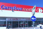 Chiude il Carrefour di Crotone, 52 dipendenti senza lavoro: licenziati via WhatsApp