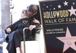Cinema, stella sulla Walk of Fame per Lina Wertmuller Al 7065 di Hollywood Boulevard, a 300 metri dal Chinese Theatre. La regista italiana: «Sono onorata, ho una grande responsabilità» - Ansa
