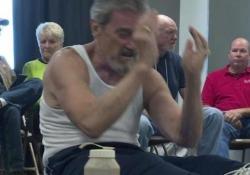 Come festeggiare il 70° compleanno? Facendo 1000 sit-up Max Drew ha eseguito l'esercizio in 34 minuti e 18 secondi - CorriereTV