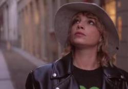 Emma Marrone riappare sui social: ecco il video che anticipa l'album «Fortuna» «Sono la ragazza più felice del mondo» ha scritto in un post su Instagram la cantante pugliese a corredo del video in cui passeggia per le vie di Milano - Corriere Tv