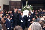 L'ultimo saluto a Paolo, Mario e Federico: Cosenza dice addio a tre vittime dell'incidente sulla statale 107 - Foto