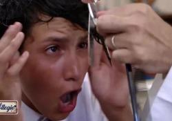 «Il Collegio»: il taglio del ciuffo è davvero una «tortura» insopportabile Dopo la prima puntata andata in onda su Rai Due il programma si conferma un fenomeno social e di costume - Corriere Tv