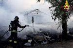 Incendio di sterpaglie a Crotone, a fuoco un deposito
