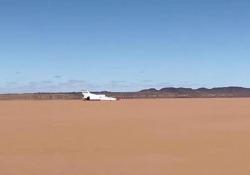 L'auto supersonica Bloodhound lanciata verso i 1.600 chilometri all'ora: i test in Sudafrica Le immagini del terzo test del progetto che intende superare il record di velocità su terra stabilito nel 1997 - Corriere Tv