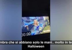 La presentatrice del meteo: «Ecco cosa succede se vi vestite di verde in tv, sono come un fantasma» Carol Kirkwood ha mostrato ai telespettatori lo strano effetto ottico - Dalla Rete