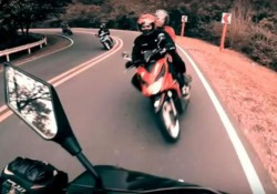 Lo scontro tra due motociclisti: il video girato dalla GoPro Lo scontro tra i due biker su una strada nelle Filippine sembra inevitabile. Nessuno è rimasto ferito - CorriereTV