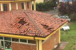 Il tetto del Municipio di Pizzo danneggiato dalla tromba d'aria