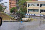 Maltempo, tromba d'aria in Calabria: allagamenti, danni ad edifici e auto - Foto