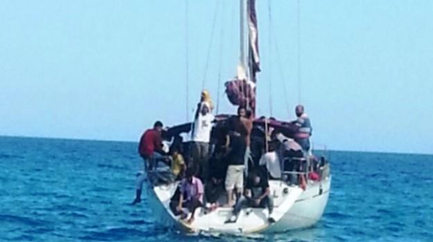 imbarcazione, migranti, porto, Catanzaro, Calabria, Cronaca