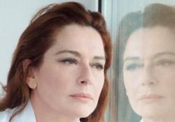 Monica Guerritore: «Giulia, uccisa nel 1911 con 27 coltellate. Ecco perché la racconto» L'attrice, drammaturga e regista narra «Quel che so di lei» (Longanesi) il primo femminicidio finito sui giornali - Corriere Tv