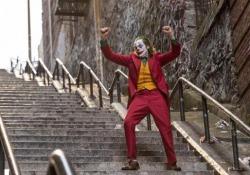 New York, la scalinata di Joker è la nuova attrazione del Bronx Apparsa in una scena del film con Joaquin Phoenix, sta attirando folle di turisti in un quartiere altrimenti poco visitato - Ansa