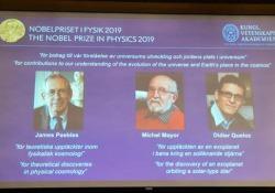 Nobel per la Fisica 2019, svelati i nomi dei vincitori Sono il cosmologo canadese James Peebles e i planetologi svizzeri Michel Mayor e Didier Queloz - Ansa