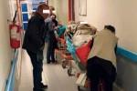 Ospedale di Cosenza, pronto soccorso al collasso: corsie piene e pazienti in coda