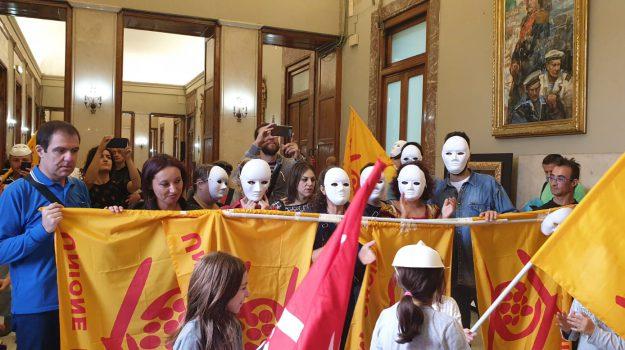 disagio abitativo Messina, protesta palazzo zanca, Cateno De Luca, Messina, Sicilia, Cronaca