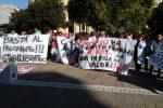 """Protesta dei precari dell'ospedale Pugliese a Catanzaro: """"Chiediamo la stabilizzazione"""" - Video"""