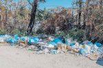 Cosenza, via Popilia e Stella Cometa circondate dalla spazzatura
