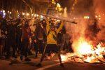 Catalogna a ferro e fuoco tra scontri e sciopero generale