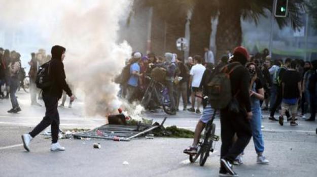 morti in Cile, stato di emergenza Cile, supermercato in fiamme, Sebastian Pinera, Sicilia, Mondo