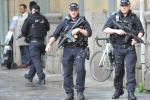 Paura terrorismo a Manchester, accoltellate cinque persone al centro commerciale: un arresto