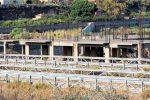 Reggio, rifiuti nella fiumara del Sant'Agata: sequestrato il cantiere delle aste