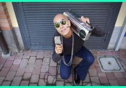 """Trio Bobo, gli ex Elii con Bollani: l'anteprima del nuovo singolo «Ghetto» Il trio pubblica il terzo album, intitolato """"Sensurround"""" che prende il nome di un sistema sonoro per il cinema - Corriere Tv"""