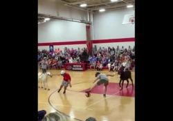 Usa, il basket in sella agli asini La trovata di un liceo americano - Dalla Rete
